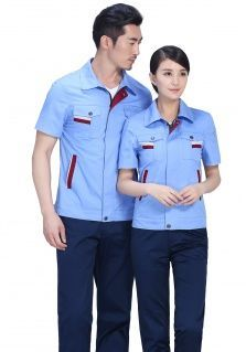 浅蓝上衣+藏蓝裤